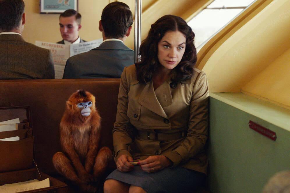 Миссис Колтер (рут Уилсон) со своей душой-обезьяной