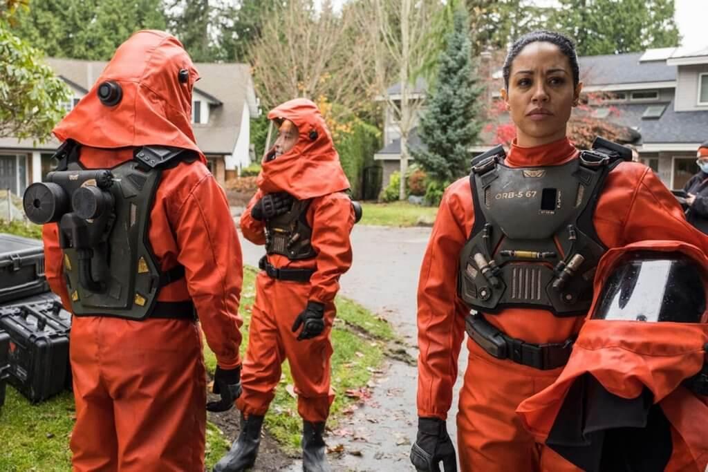 команда в защитных костюмах